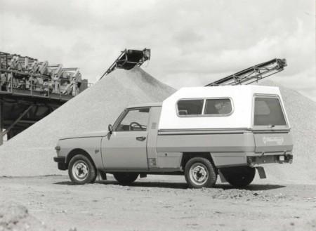 Pokazao se i kao dobro teretno vozilo zahvaljujući robusnoj šasiji