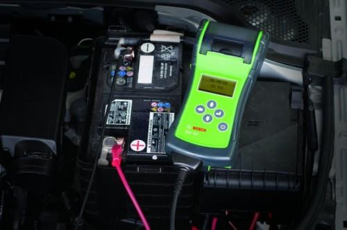 Ukoliko se auto ne vozi često, potrebno je redovno kontrolisati napon