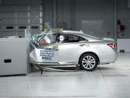 Novi testovi sa malim ofsetom udarca stavljaju u problem i najbolje automobile