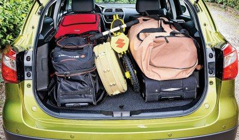 Pun prtljažnik menja ugao svetla. Podesite snop tako da ne zaslepljujete druge vozače