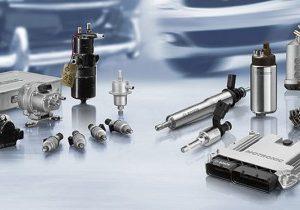 Prvi elektronski kontrolirani sistem ubrizgavanja, D-Jetronic, za serijski automobil predstavljen je 1967. Desno je savremeni takav sistem, Motronic (Robert Bosch GmbH)
