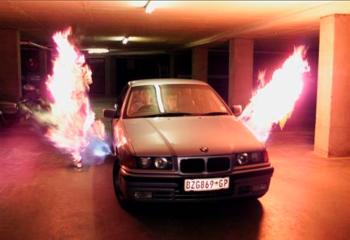 BMW s bacačem plamena